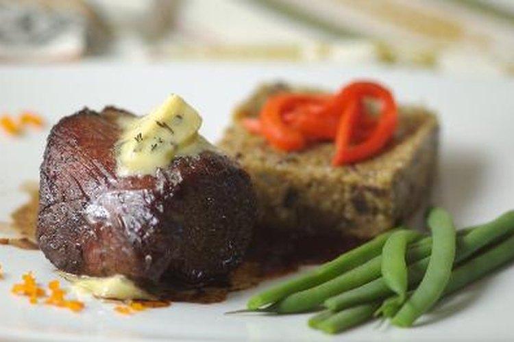 Almuerzo ideal: combina lomo con verduras para una comida completa y equilibrada.