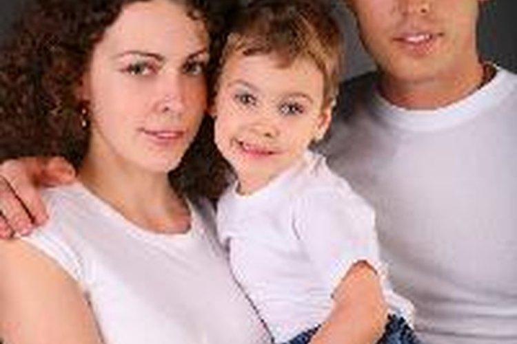Desde la lactancia hasta el entrenamiento para ir al baño, las normas culturales influyen en la paternidad.