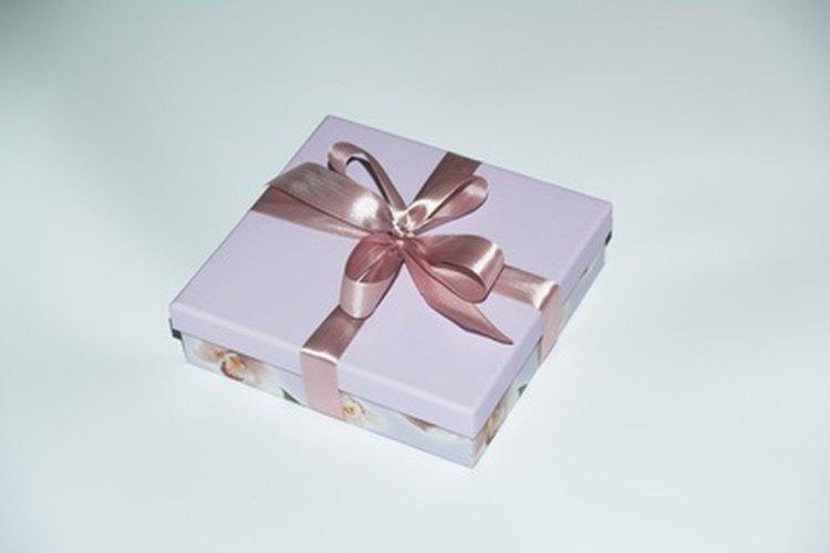 Dale a la nueva mamá un regalo para ella.