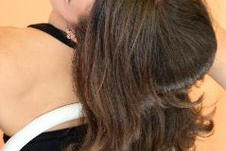 Cómo tratar el cabello seco y encrespado.