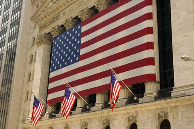 Bajar la bandera a media asta en estos días indica una muestra de honor.