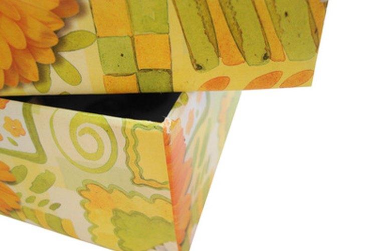 Cubre cajas de cartón con tela.