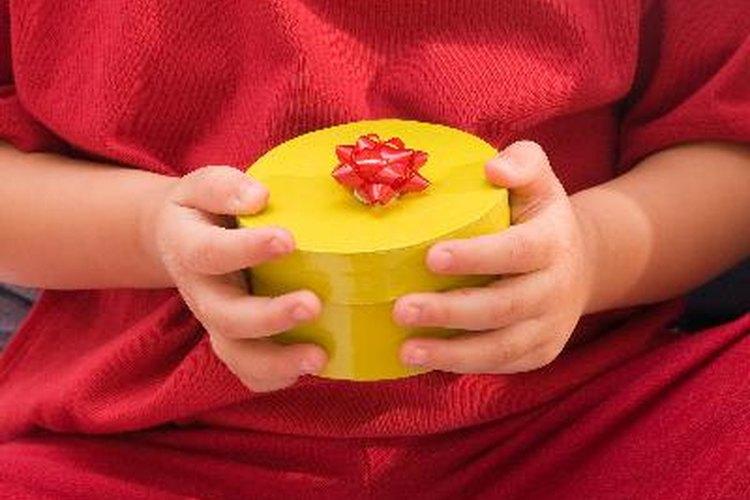 Se puede escoger un nuevo regalo o robar los de los otros
