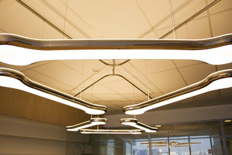 La iluminación en el área de trabajo.