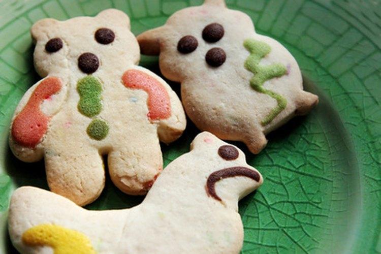 El merengue en polvo agrega la consistencia perfecta para glasear galletas.