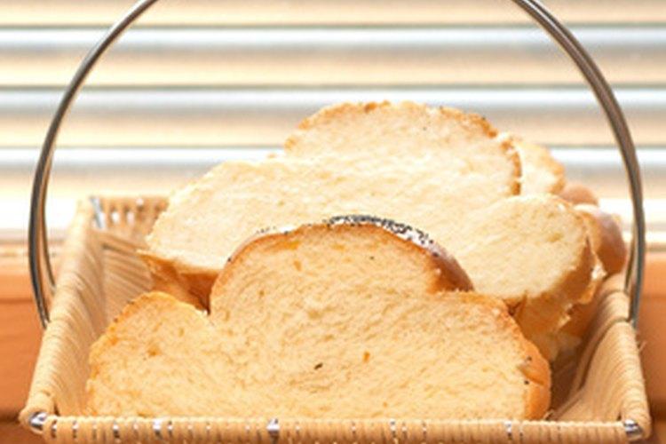 El pan y vinagre absorben los desagradables olores de humo.