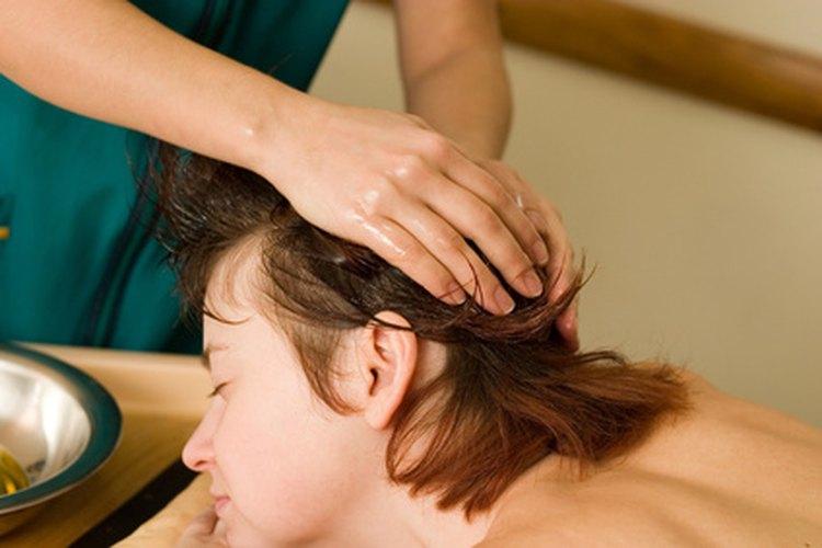 El aceite de bebé hidratará mucho tu pelo.