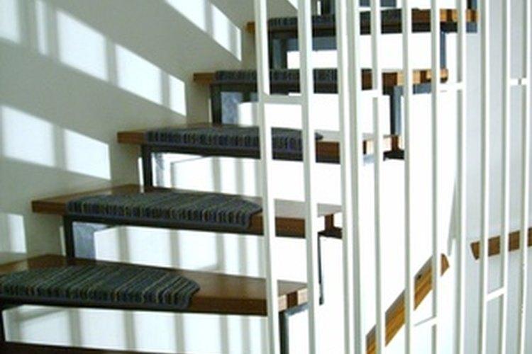 Los revestimientos de escaleras proveen tracción extra.