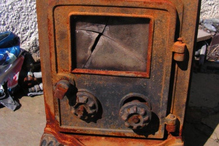 Las estufas de leña requieren un mantenimiento regular para un rendimiento máximo.