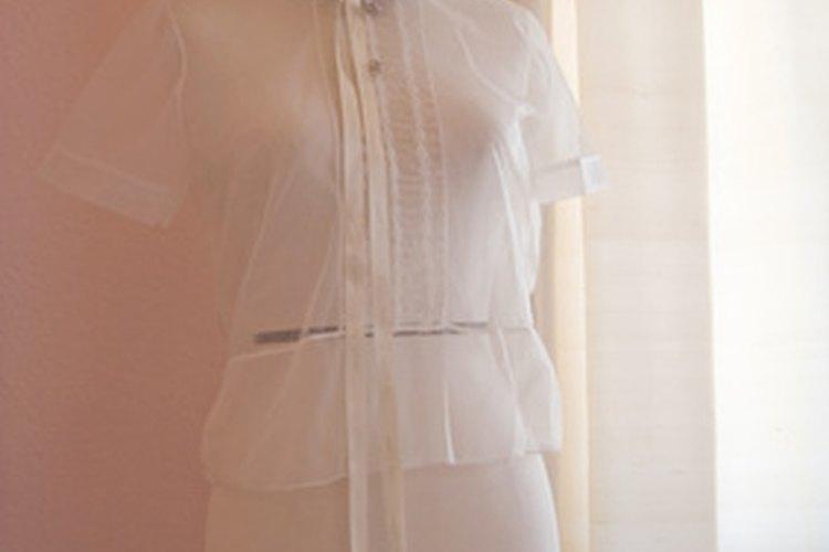 Una clase de costura en la universidad puede abrir la puerta a una posición en el comercio de prendas de vestir.