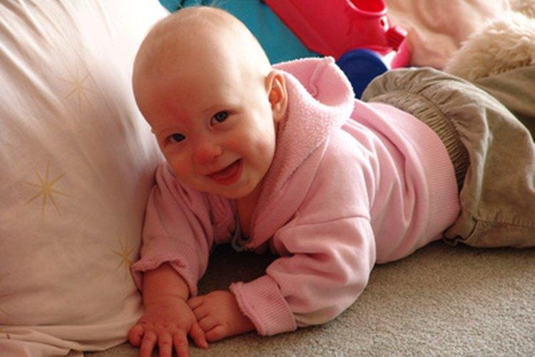 Mover a un bebé a su propia cama es un cambio emocionante.