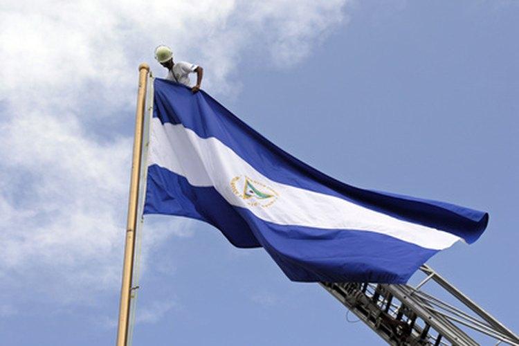 Los ciudadanos de Nicaragua no están autorizados a adquirir la ciudadanía con cualquier otra nación ya que implica la pérdida inmediata de la ciudadanía nicaragüense.