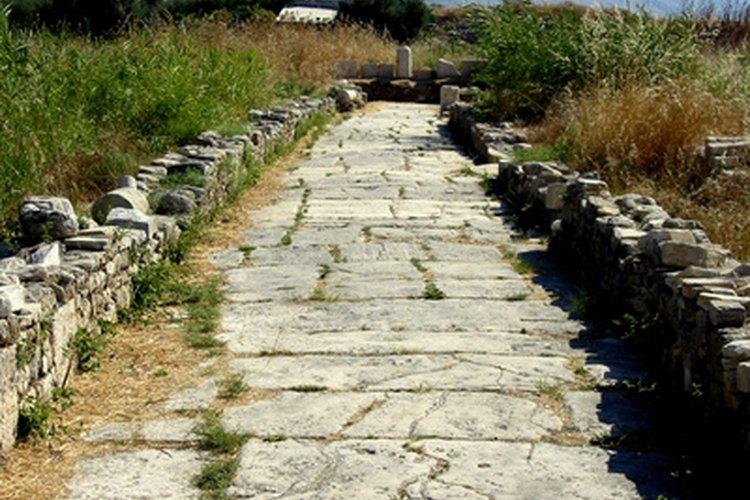C mo construir un camino de piedra natural for Poner piedras en el jardin