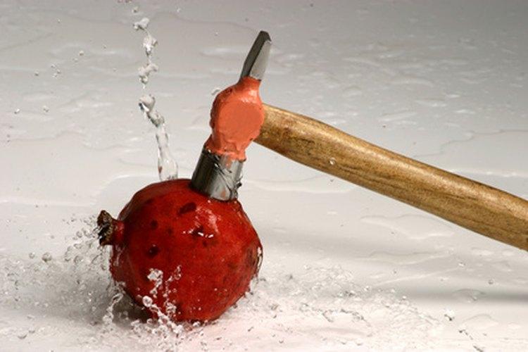Los martillos de cara blanda se utilizan para trabajos que requieren martillados menos forzosos.