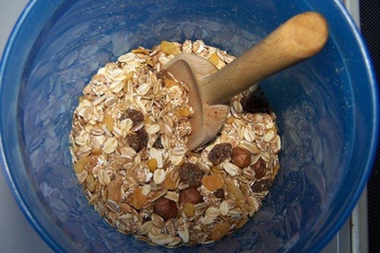 Se recomienda comer avena caliente para el desayuno para aumentar la dosis de leche de una mamá.