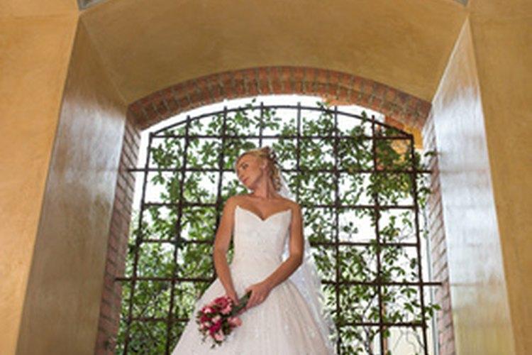 Muchos vestidos de boda son hasta el piso, aunque la definición puede variar según el diseñador.