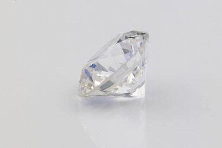 Cómo comprobar si un diamante es falso.