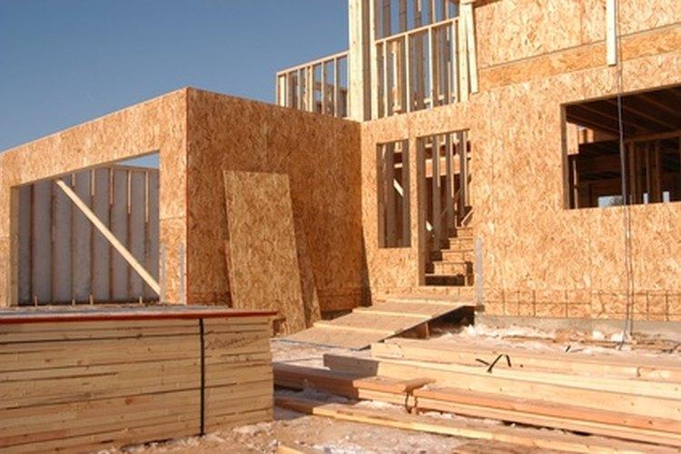 Calcula el costo de construcción de una casa.
