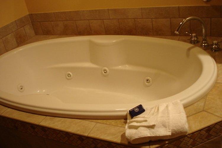 Una bañera espumosa y brillante.