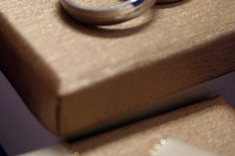 Un anillo de bodas es un símbolo de la vida que van a tener juntos los esposos.