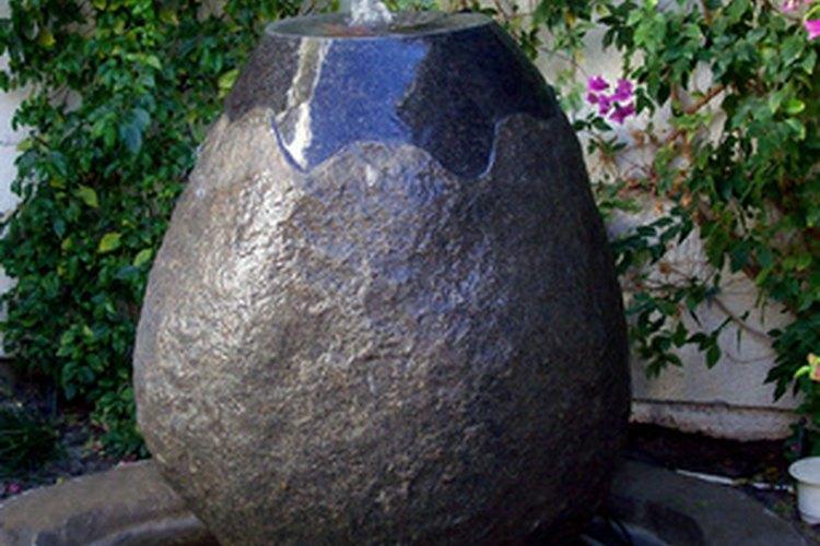 Fuente de cemento para patio.