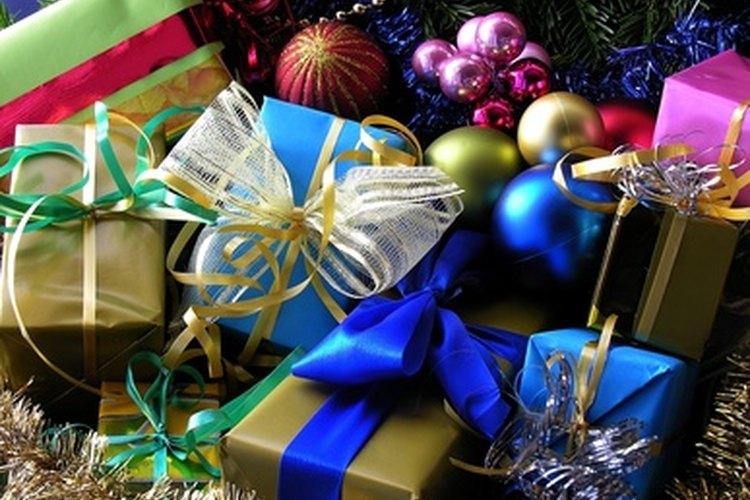 En Navidad, algunas personas realizan un intercambio de regalos del tipo elefante blanco.