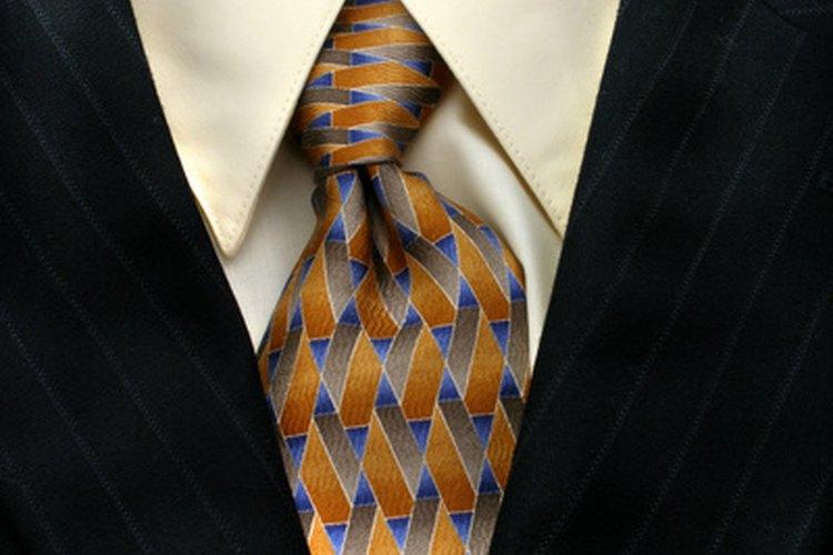 Entiende el código de vestimenta semiformal masculina.