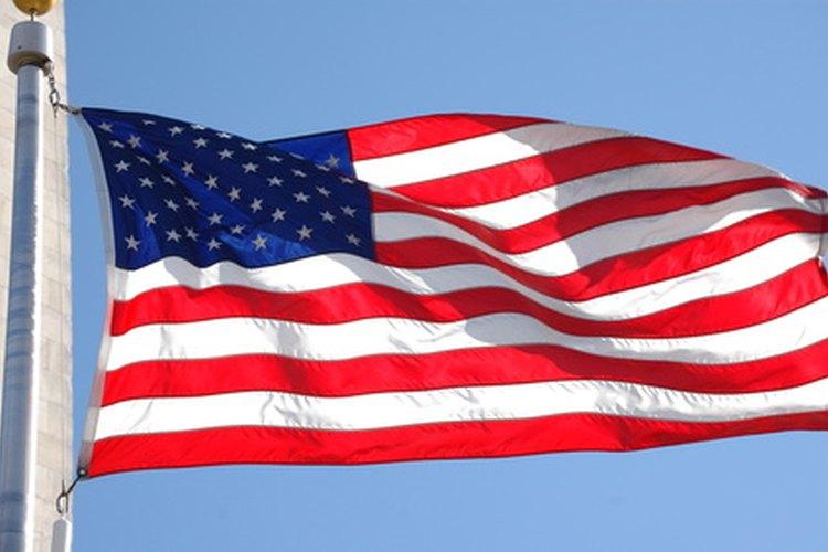 Las pautas federales designan días especiales de conmemoración cuando se acostumbra a enarbolar la bandera a media asta.