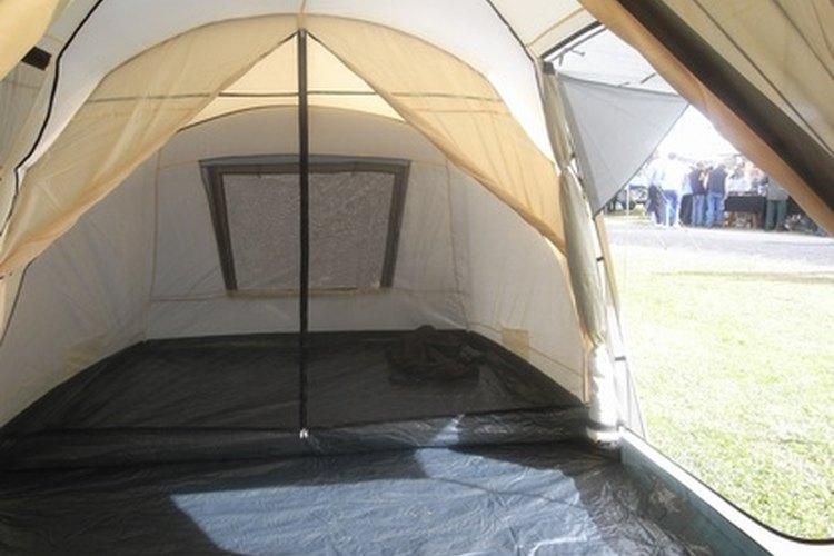 Salgan en una excursión de campamento.