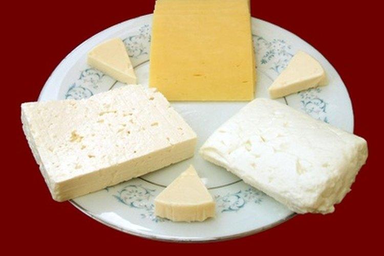 El almacenamiento adecuado es un factor en la longevidad de un queso determinado.