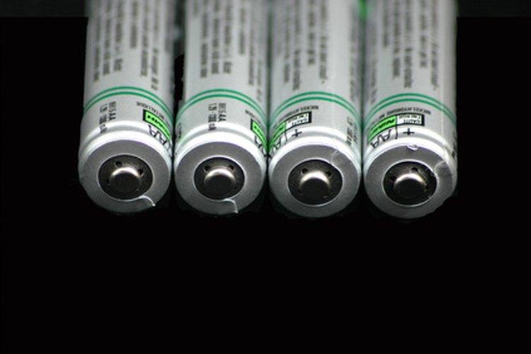 Construye una batería recargable cableándolas en serie o paralelo, dependiendo del uso previsto.