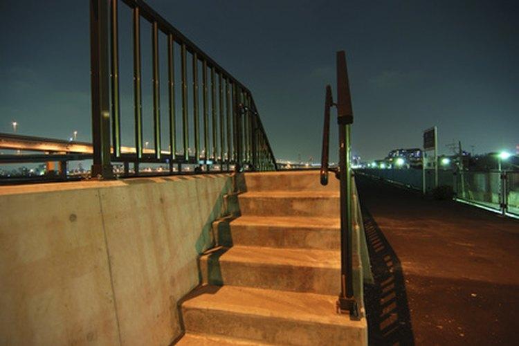 Aprende a tomar las medidas para colocar el pasamanos de una escalera.