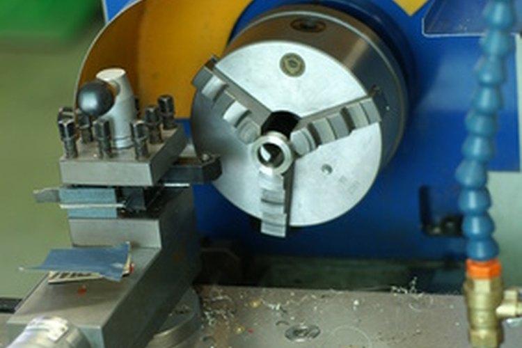 Los tornos hacen girar bloques de material.