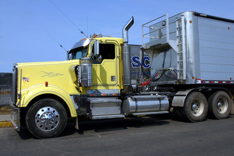 Los conductores de tractores y trailers deben contar con una licencia comercial.