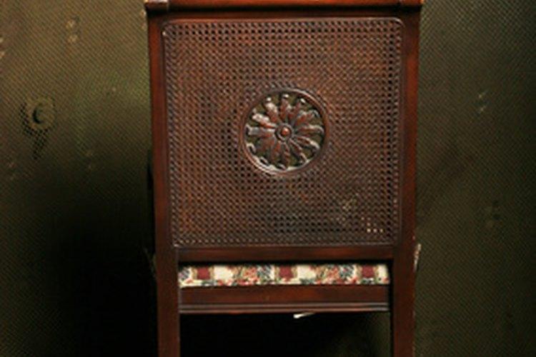 Cómo limpiar los muebles viejos de madera |