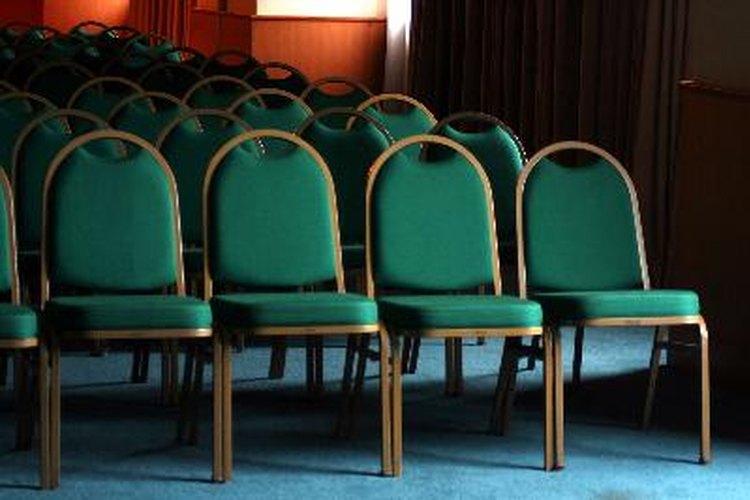 Un productor de eventos es responsable de la supervisión y coordinación de reuniones y convenciones.
