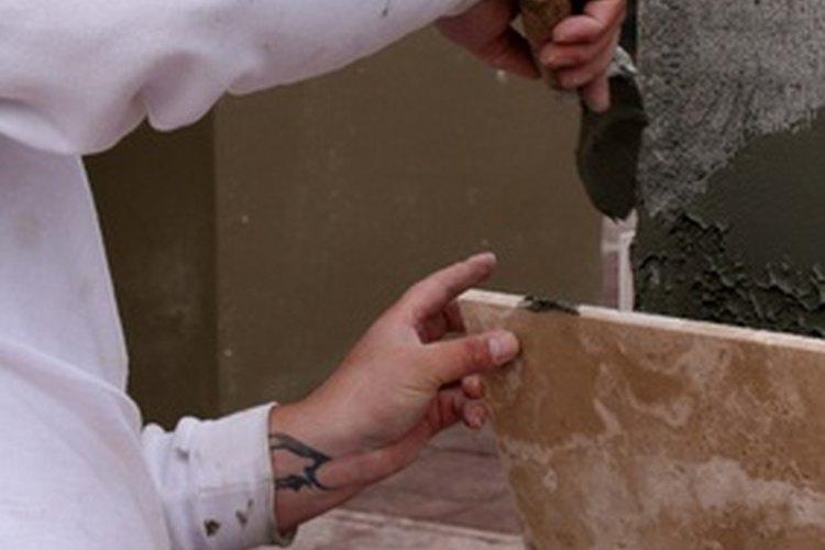 El cemento cola es un sustrato adecuado para colocar baldosas de cerámico.