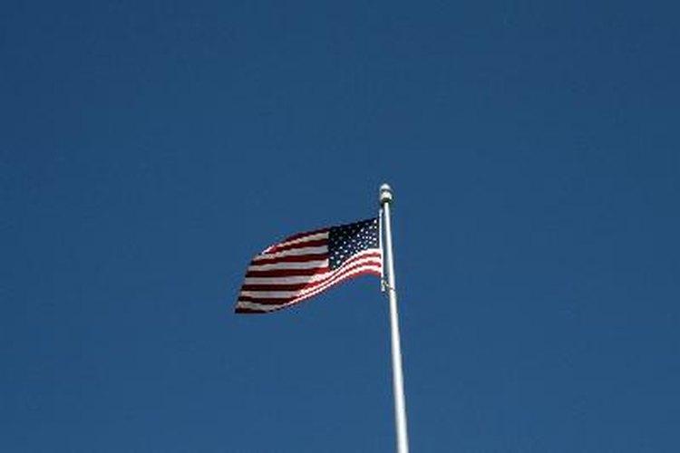 El presidente de Estados Unidos tiene la autoridad para ordenar que la bandera se ice a media asta.