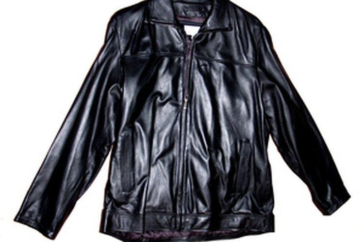 Las chaquetas para hombres y mujeres tienen diferencias de diseño, incluyendo la posición del cierre.