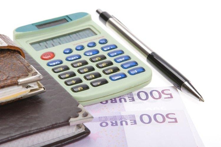 Un administrador de proyectos supervisa los gastos financieros.