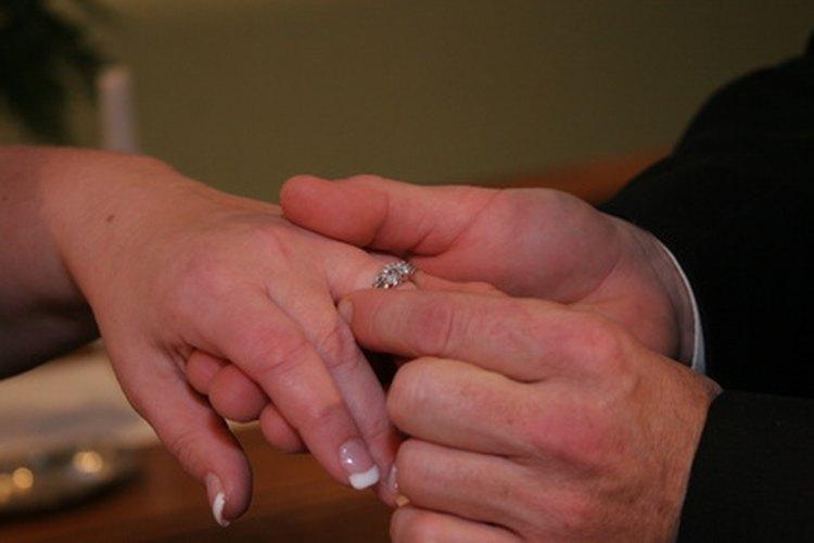 Con este anillo, yo te desposo.