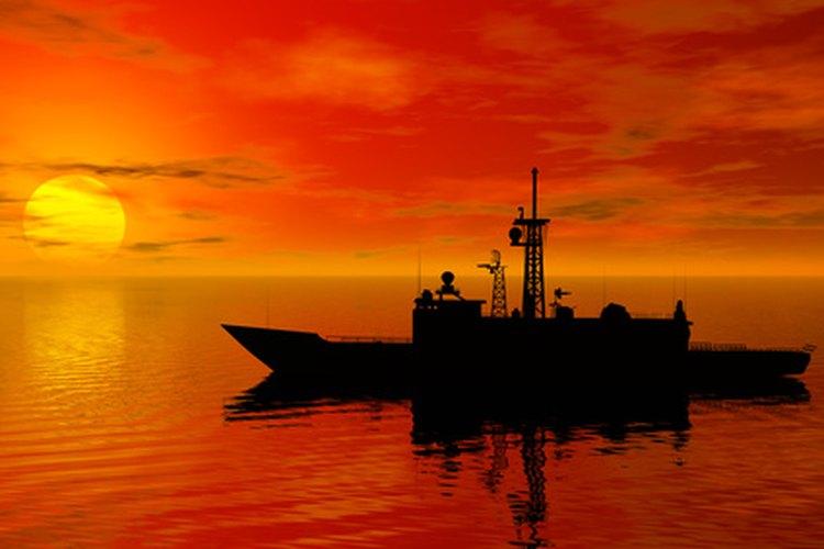 Elimina los barcos de guerra y otros barcos de tu enemigo en la Batalla naval de Hasbro.