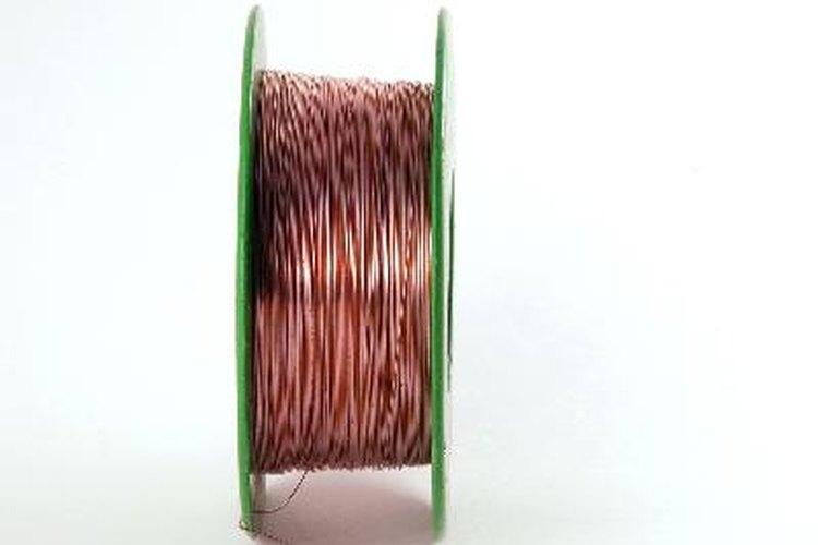 Pequeña bobina de cobre.