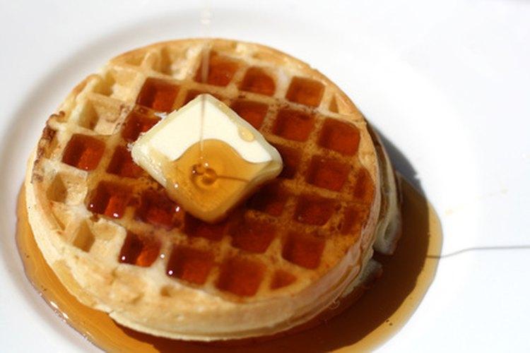 Los waffles crujientes crean un desayuno delicioso.