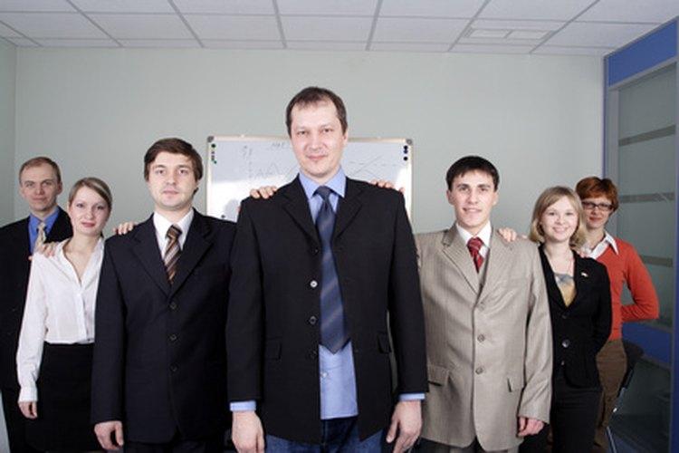 El liderazgo es un factor interno que influye en el comportamiento de los empleados.