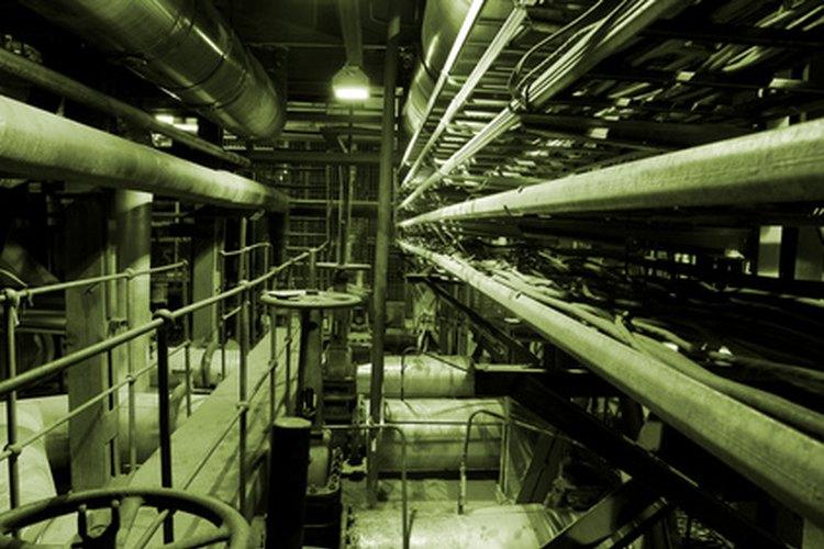 Los enfriadores industriales utilizan un gran recorrido por tuberías aisladas.