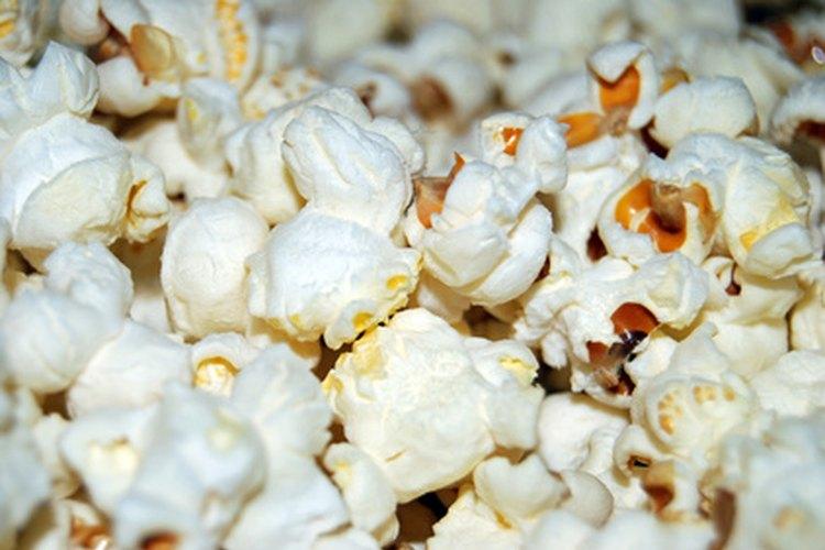 Las bolitas de palomitas de maíz se volverán festivas y llenas de sabor cuando se hacen con gelatina.