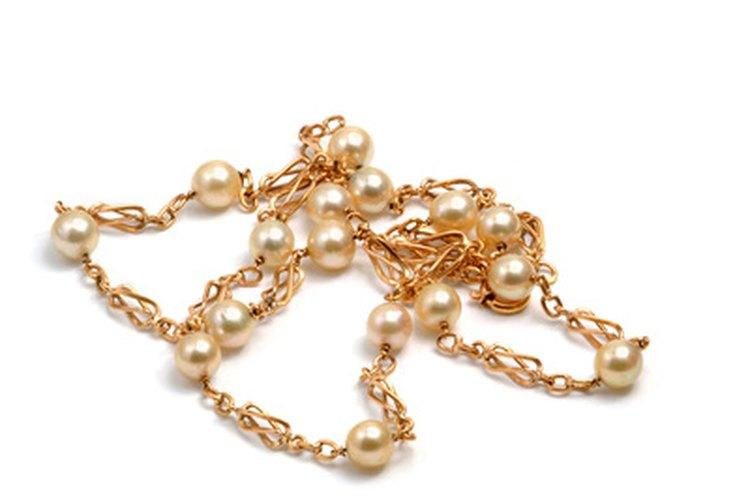 Las joyas de oro suelen tener una inscripción con diferentes medidas de la pureza del metal precioso.
