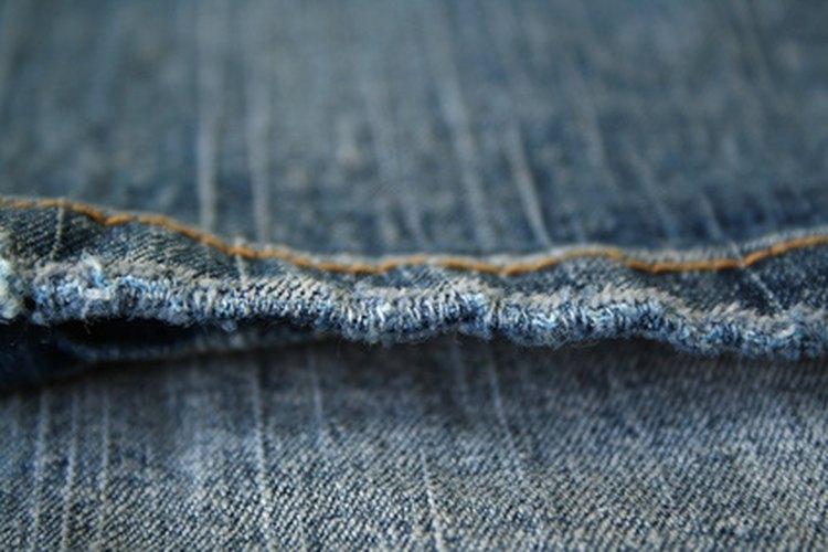 Hacer pantalones vaqueros para niña puede ser fácil y económico.