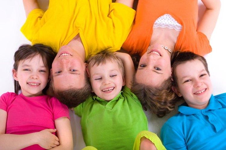 Los juegos son una forma creativa de enseñar a los niños a cooperar, compartir y solucionar problemas.
